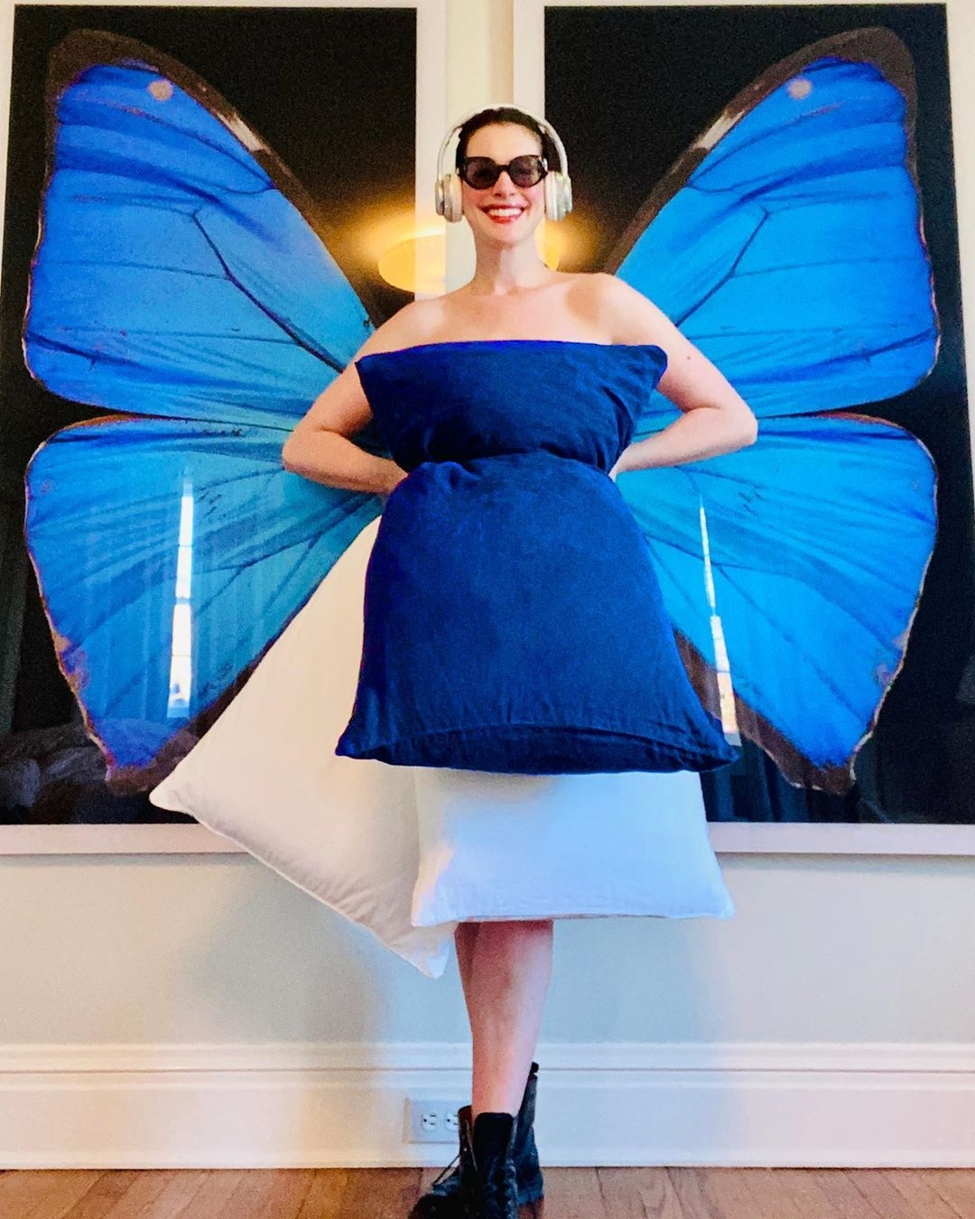 Anne Hathaway wearing blue wings and pillows, parting part in the #PillowChallenge